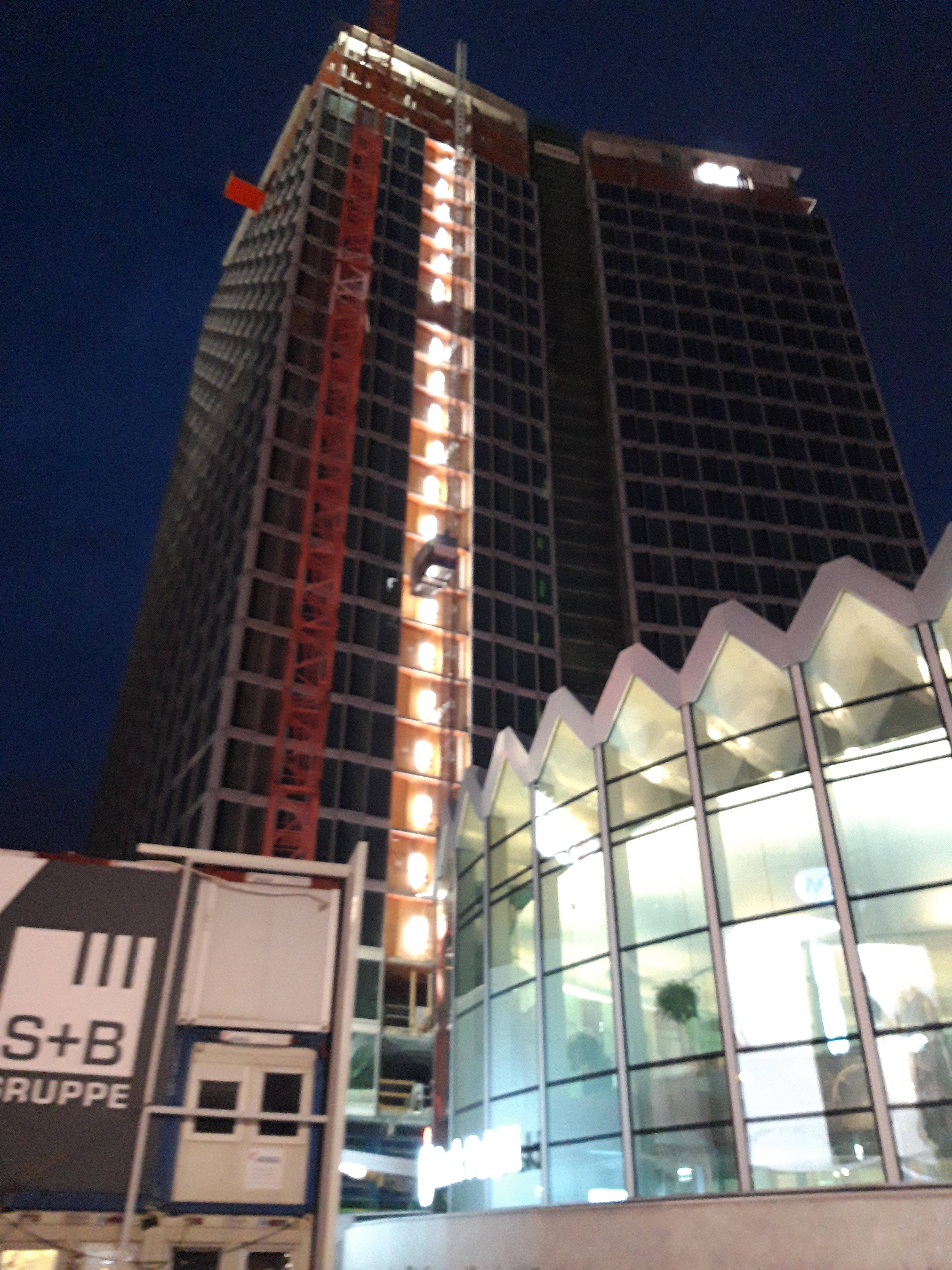 Widok Towers Nocą